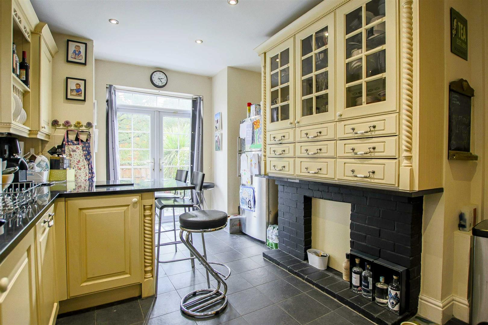 5 Bedroom Terraced House For Sale - Image 14